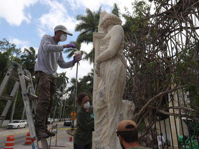News: McGregor Blvd Statue Rachel by the Well